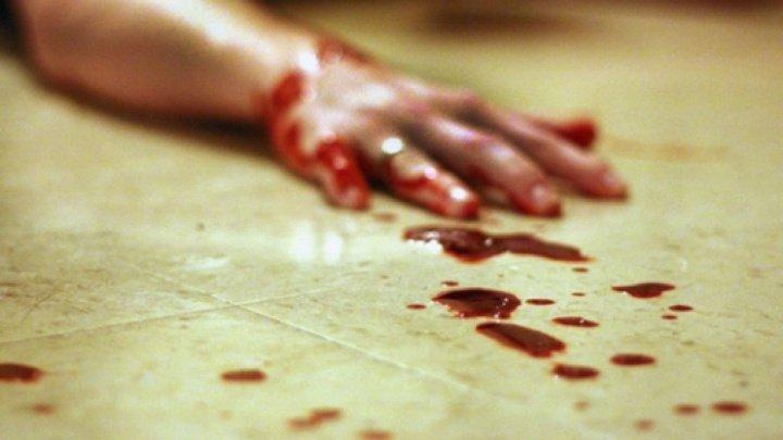 CAZ ȘOCANT la Hâncești. Un bărbat, găsit înjunghiat în inimă în fața blocului