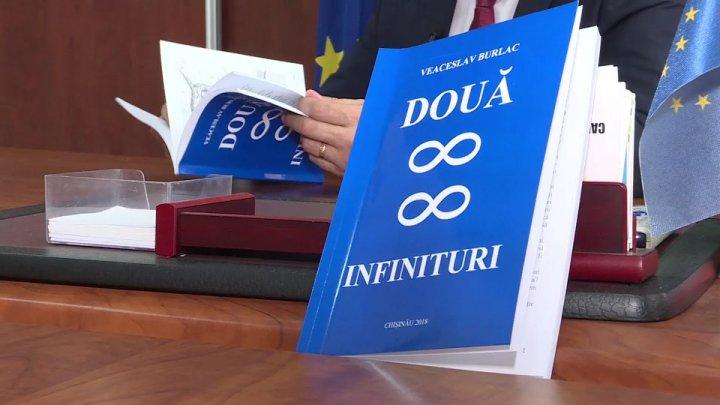 """Președintele raionului Criuleni a lansat o carte cu titlul """"Două infinituri"""""""