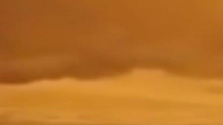Imagini spectaculoase. Cea mai mare insulă din Grecia, colorată în portocaliu (VIDEO)
