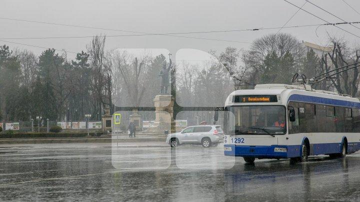 Primăria Chişinău: Transportul public circulă conform programului corespunzător zilei de sâmbătă