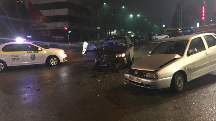 ACCIDENT GRAV noaptea trecută în Capitală. Două maşini s-au ciocnit violent (FOTO)