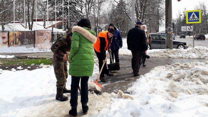 Silvia Radu, suparată că mai mulţi agenţi economici nu au curăţat zăpada din faţa magazinelor