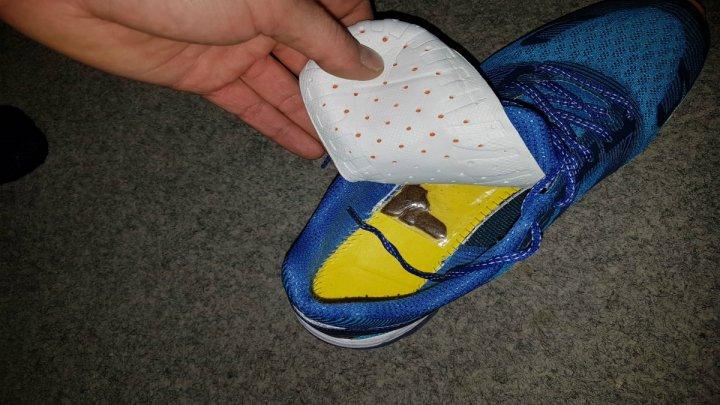 A încercat să ascundă haşişul în pantofi. Un moldovean, depistat la frontieră