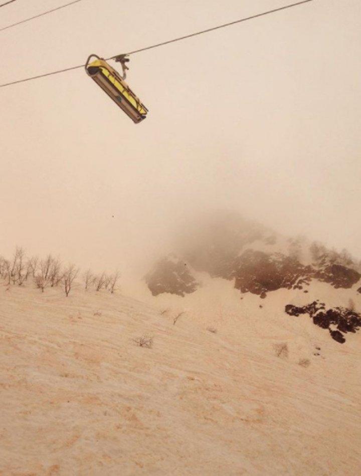 ZĂPADĂ PORTOCALIE în zonele muntoase din estul Europei: Parcă am fi pe Marte (VIDEO/FOTO)