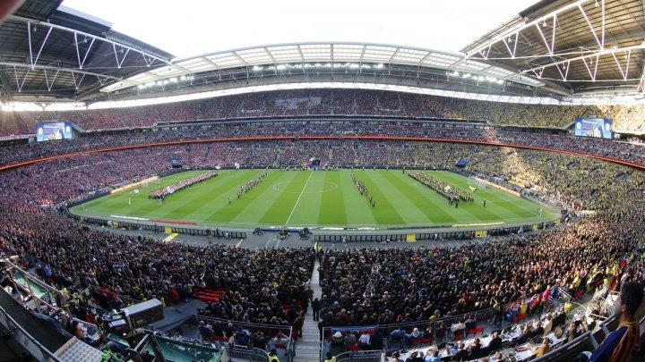 Fotbaliştii lui Tottenham Hotspur vor juca pe un stadion nou. Lloris şi Kane au vizitat şantierul de construcţie