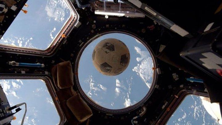 Mingea care va fi folosită în meciul de deschidere la Mondialul din Rusia, într-o călătorie spaţială