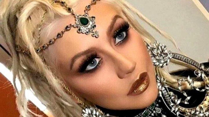 Christina Aguilera a apărut nemachiată pe coperta unei reviste. Cum arată (FOTO)