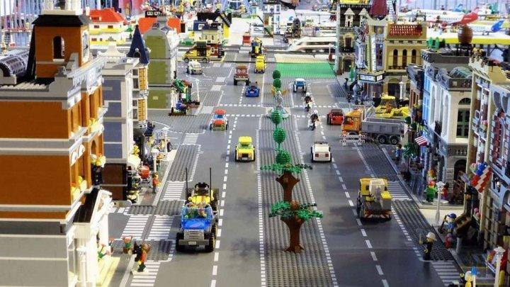 Ce salariu oferă o companie pentru postul de constructor de lego. Mii de persoane au aplicat