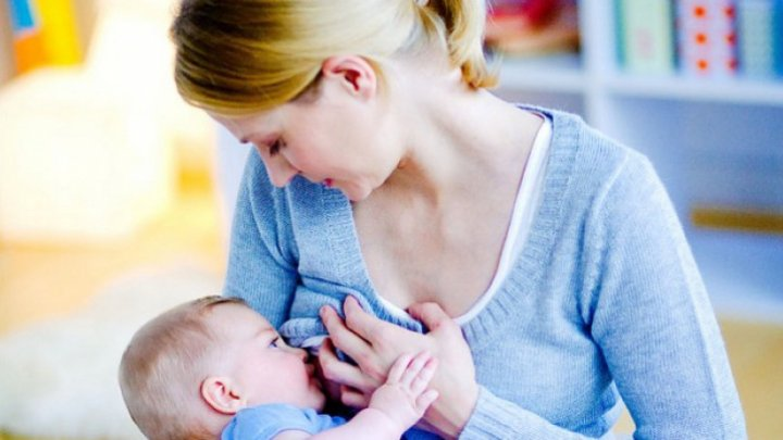 STUDIU: Hrănirea la sân a bebeluşilor ar duce la economisirea unui miliard de dolari în fiecare zi pe plan global