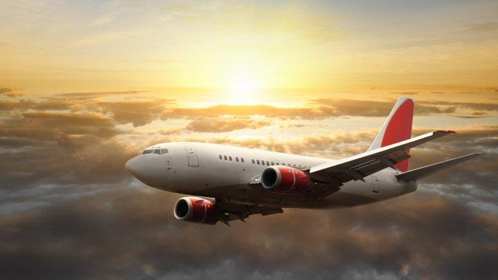 Scandal într-un avion ce zbura spre Egipt! Piloții, în pericol din cauza unui pasager