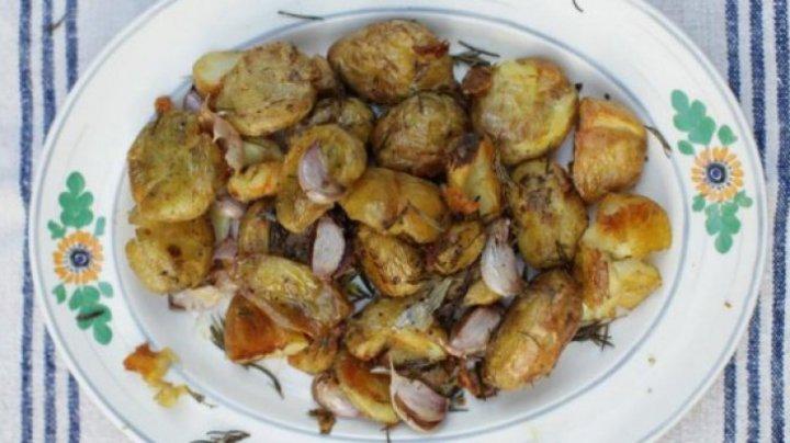 DELICIOS! Cei mai buni cartofi la cuptor cu rozmarin. Ingredientul care face diferenţa