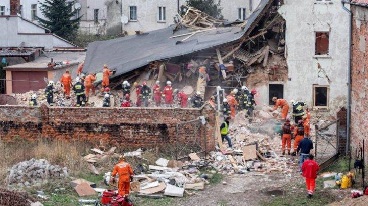 Polonia: Cel putin patru persoane au murit si alte 21 au fost ranite, dupa ce o cladire s-a prabusit