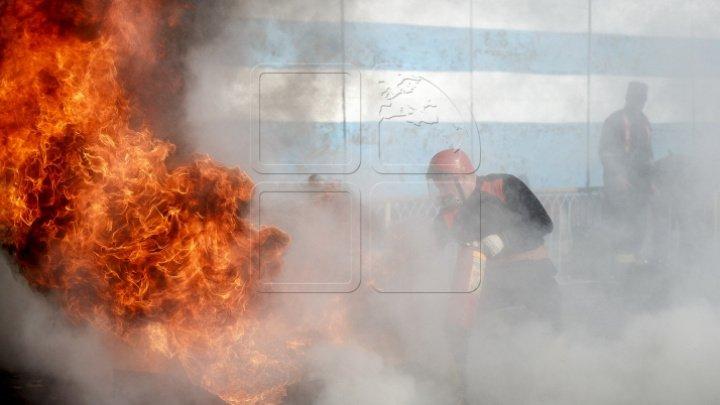 Incendiu într-o clădire de studii al ASEM. Flăcările au cuprins mai multe etaje