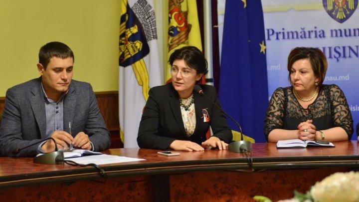Silvia Radu: Facem curat lună. Primăria a început campania de curățenie de primăvară