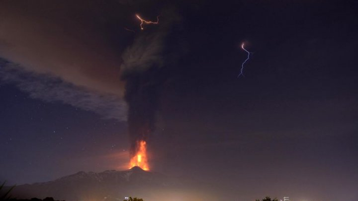 Muntele Etna alunecă în Marea Mediterană. Peste 3 milioane de oameni sunt în pericol