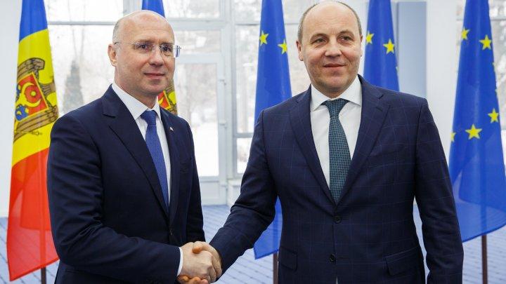 Premierul Pavel Filip și președintele Radei Supreme din Ucraina, Andriy Parubiy, au făcut un schimb de opinii privind agenda bilaterală