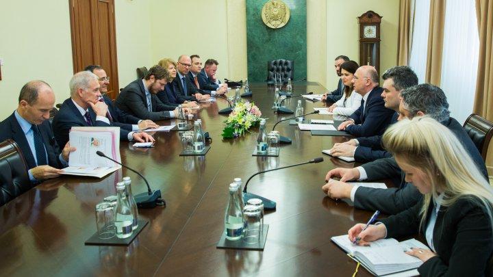Procesul de reglementare transnistreană, discutat de Pavel Filip și reprezentantul special al Președintelui în exerciţiu al OSCE