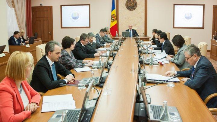 Denunțarea practicilor ilegale din cadrul entităților publice și private va fi simplificată
