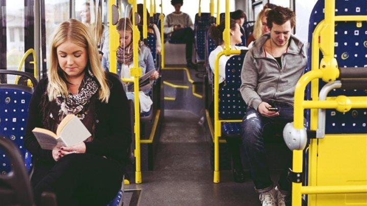 Ce nu ar trebui să mai faci niciodată în mijloacele de transport în comun