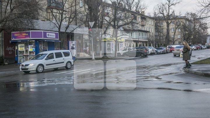 Drumarii s-au apucat de lucru. Muncitorii de la Exdrupo au început să plombeze gropile din Capitală