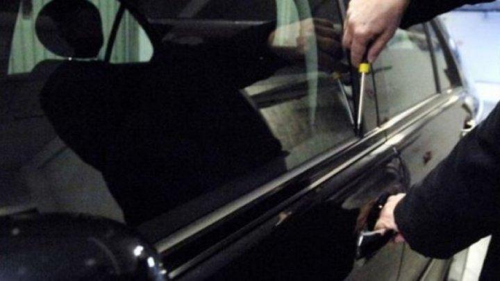 Hoţ ghinionist! Un adolescent a furat o maşină pentru că voia să-şi plimbe amica. Ce riscă acum tânărul