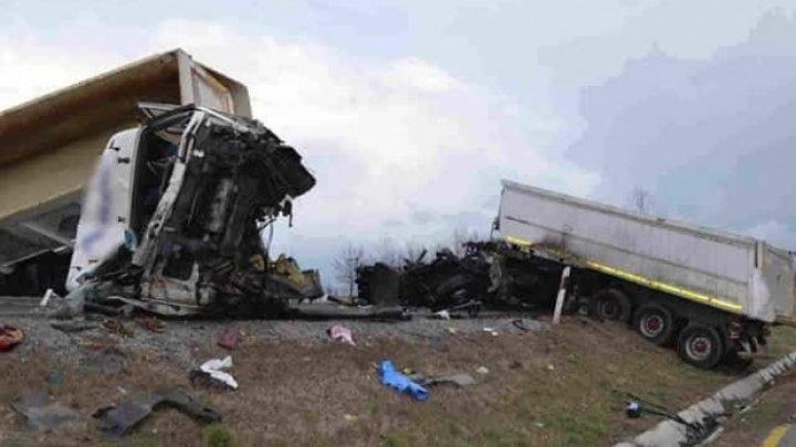 Carambol în Ungaria! Trei oameni au ajuns la spital în stare gravă, după ce trei maşini s-au făcut praf