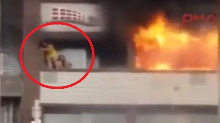 Momente şocante! Două femei grav rănite, după ce au căzut de la etajul unui hotel cuprins de flăcări (VIDEO)