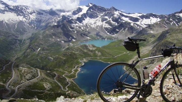 INCREDIBIL! Un biciclist a declanșat un incendiu de vegetație în munții Alpi din cauza frânelor supraîncălzite