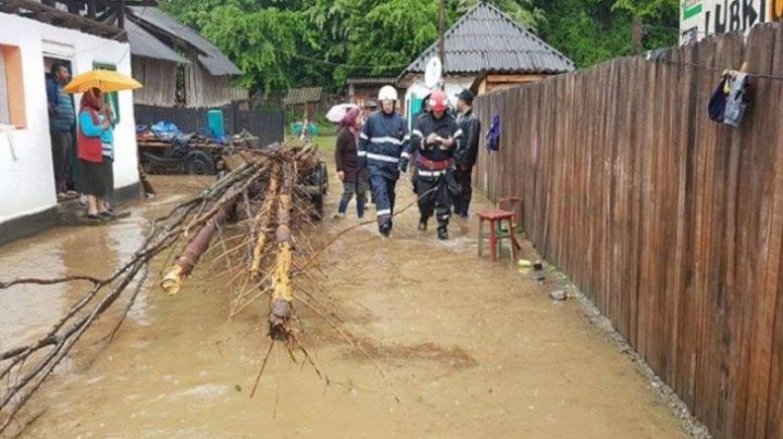 Vine POTOPUL! COD ROŞU şi PORTOCALIU de inundaţii în România
