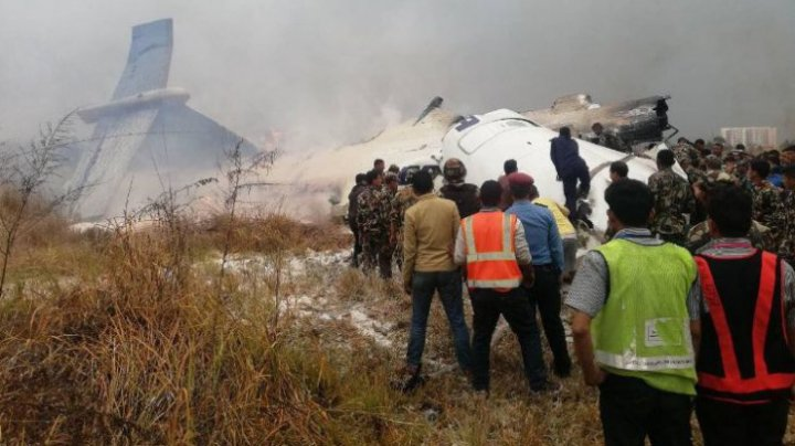 Tragedie aviatică în Nepal. Un avion cu 78 de persoane s-a prăbuşit (FOTO)