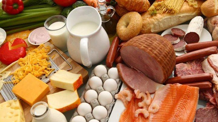 Alarmant! Unele alimente îţi pot face rău dacă le consumi la orele greşite