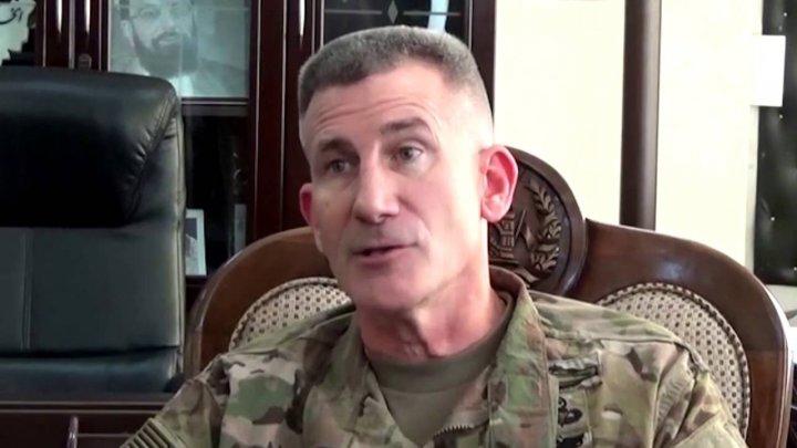 Comandantul forţelor SUA şi ale NATO din Afganistan îi sfătuieşte pe talibani să participe la negocierile de pace