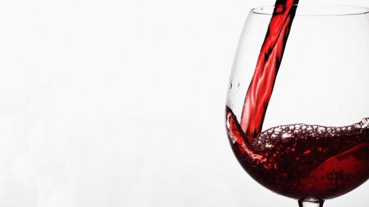 STUDIU: Un pahar de vin roșu echivalează cu o oră de sport. Ce spun oamenii de ştiinţă