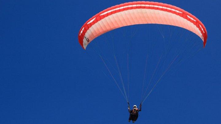 Bine de ştiut! Regulile pentru saltul cu parașuta se schimbă. Ce nu au voie să facă practicanții
