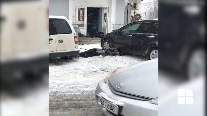 EXPLOZIE UCIGAȘĂ ÎN CAPITALĂ. Două persoane au decedat și una a fost rănită după ce un individ a detonat o grenadă într-un magazin