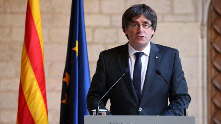 Liderul separatist Carles Puigdemont renunţă la şefia guvernului regional catalan