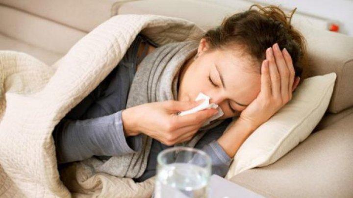 Cum scapi de răceală, dureri de gât, nas înfundat şi tuse, fără să iei pastile sau siropuri scumpe