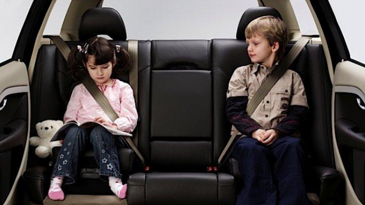 ESTE BINE SĂ ȘTII! Greşeala pe care o fac toţi părinţii când aleg scaunul auto pentru copil