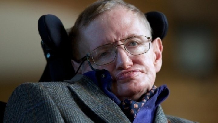 Scaunul cu rotile în care a stat Stephen Hawking, vândut la o licitație cu o SUMĂ URIAȘĂ