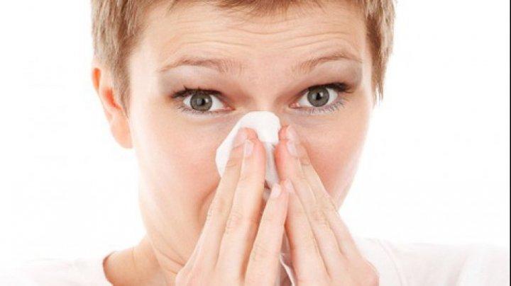 Trebuie să știi asta! Trucul uluitor folosit de medici pentru a NU lua gripă de la bolnavi