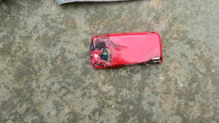 O tânără de 18 ani a murit după ce telefonul mobil i-a explodat în timp ce vorbea la el (FOTO)