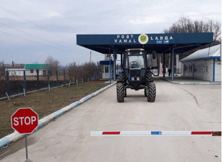 Şi-a cumpărat tractor, a primit subvenţii de la stat în valoare de 300 de mii de lei, apoi l-a vândut în Ucraina