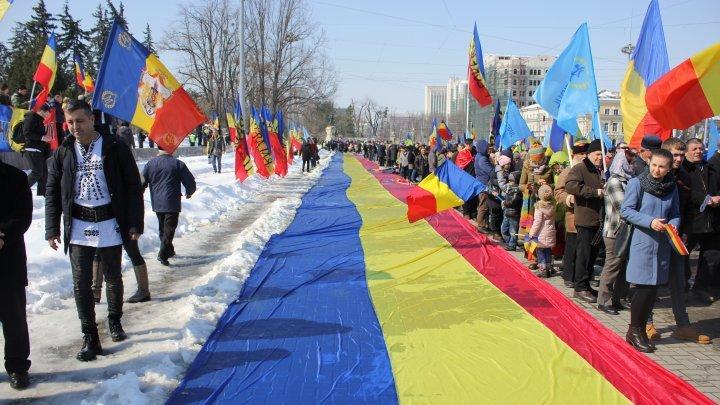 Cum văd foşti şefi ai Armatei române şi foşti oficiali guvernamentali de la Chişinău reunificarea României şi Moldovei