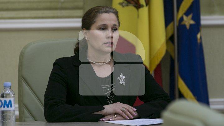 Noul ministru al Justiției, Victoria Iftodi a fost învestită în funcție şi prezentată echipei de către premierul Pavel Filip (FOTO)