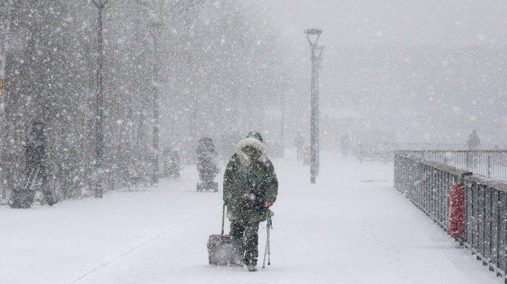 Zeci de zboruri şi curse feroviare anulate în Japonia, înaintea furtunii de zăpadă