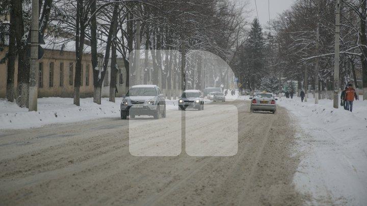 ATENŢIE! Zăpadă şi ghețuș pe drumurile din Capitală