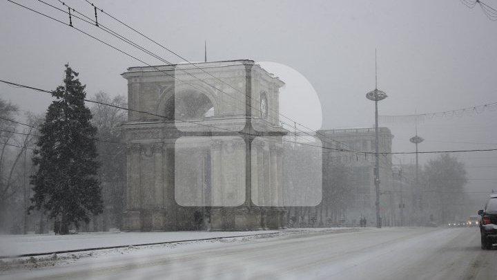 FENOMENE DE IARNĂ EXTREMĂ în luna Martie. Cum s-a circulat în Chişinău pe ninsoare abundentă (FOTOREPORT)