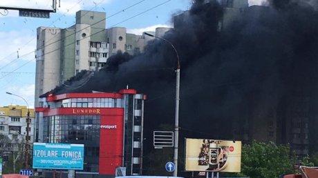 Imagini de la INCENDIUL DEVASTATOR care a cuprins centrul comercial din Chişinău (FOTO)