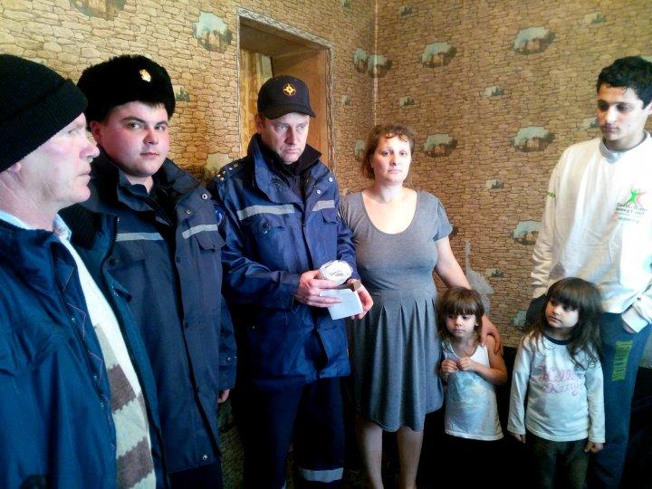 O casă protejată, o viață salvată. Peste 941 de familii din țara noastră au beneficiat de instalații de detectoare de fum (FOTO)