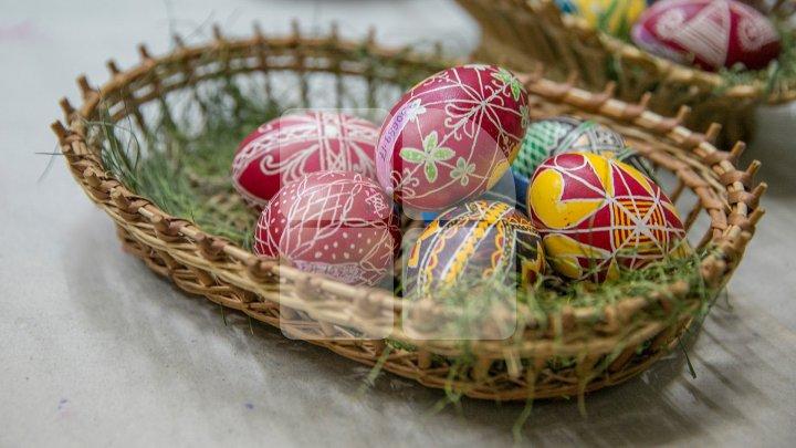 Tradiții și obiceiuri în a doua zi de Paște din Săptămâna Luminată. La cine trebuie să mergi azi în vizită